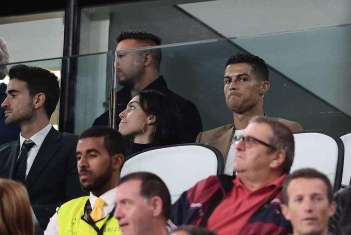 Suspenso, Cristiano Ronaldo acompanhou ontem a Juve da tribuna