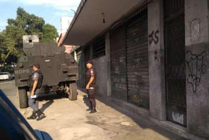 Policiais do Bope atuam no Morro dos Macacos