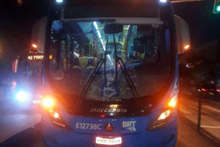 Ônibus atingiu a vítima em cheio