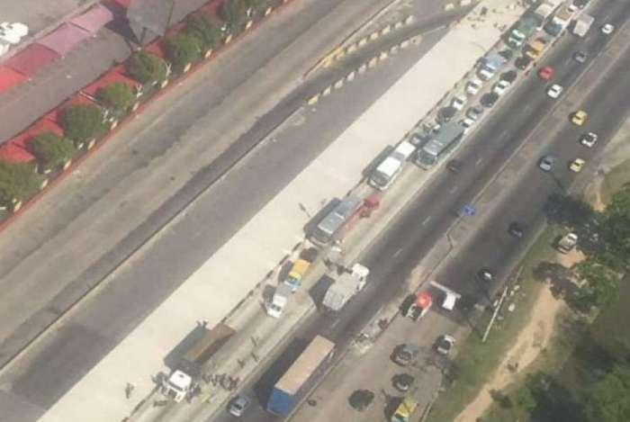 Trânsito ficou congestionado após acidente na Avenida Brasil