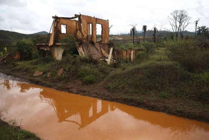 Barragem de Fundão se rompeu em novembro de 2015, em Mariana, deixando 19 mortos e um rastro de lama no Rio Doce
