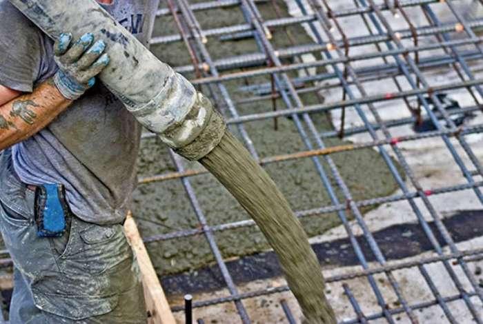 Vagas para operadores de bomba de concreto exigem Ensino Fundamental e experiência comprovada na carteira