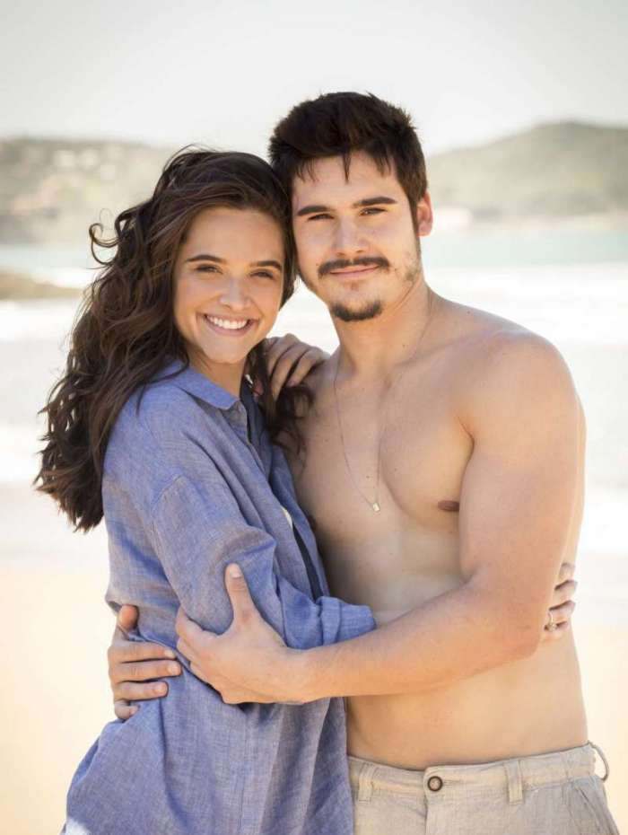 Marocas ( Juliana Paiva ) e Samuca ( Nicolas Prattes ) em O Tempo Não Para
