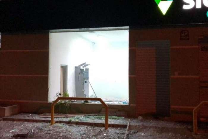 Bandidos explodem caixas eletrônicos dos bancos Itaú, Bradesco e Sicoob, em Piên, na Região Metropolitana de Curitiba