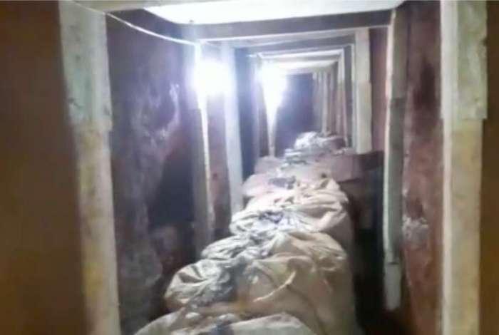 Dimensões do túnel chegavam a cerca de 1,20 metro de altura e 80 centímetros de largura. Nas laterais havia ripas de madeira para evitar desabamento