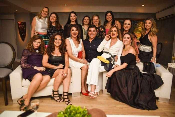 Paulo Germano comemora aniversário com convidadas na Paraíba
