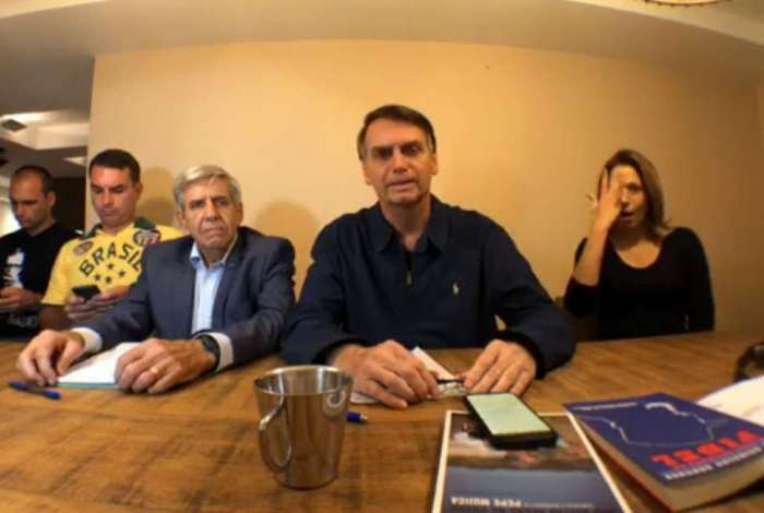 No último Ibope/Estado/TV Globo, Jair Bolsonaro aparece com 32% das intenções de voto
