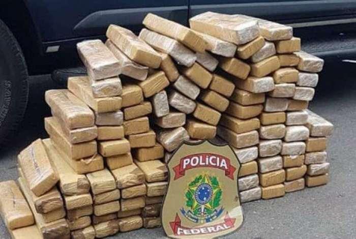 Tabletes foram encontrados dentro de veículo