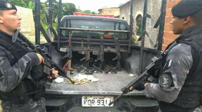 Miliares capturaram armamentos de criminosos na comunidade