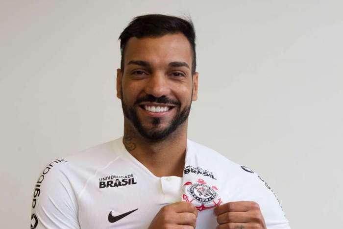 5335df0aff Ex-jogador do Flamengo acerta para ser novo reforço do Corinthians O Dia -  Esporte