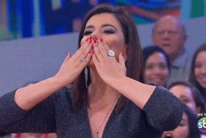 Mara Maravilha estreia como jurada do 'Programa do Ratinho'