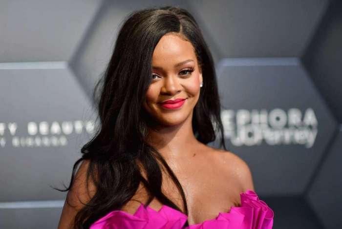 Rihanna pede a fãs que façam registro para legislativas americanas