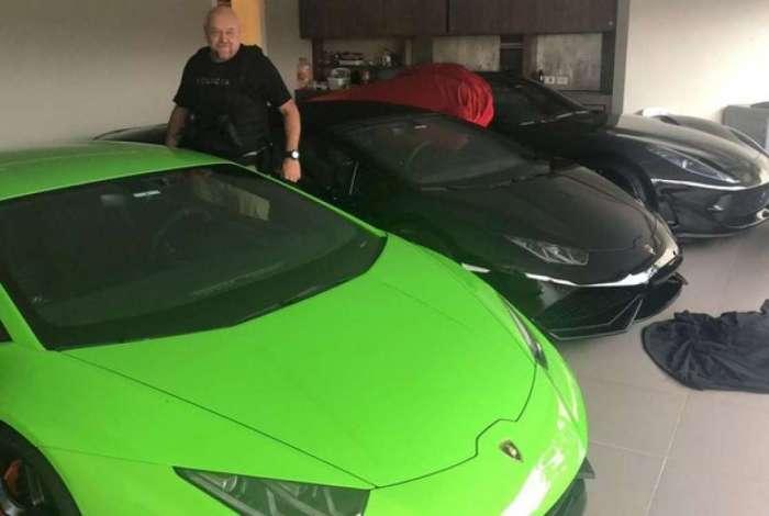 Polícia apreende Ferrari e outros carros de luxo em ação contra fraudes bancárias