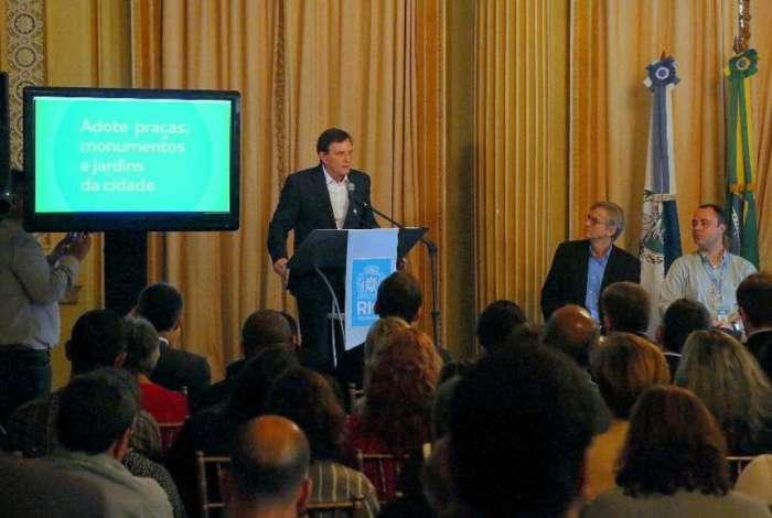Crivella lança a plataforma digital Adote.Rio