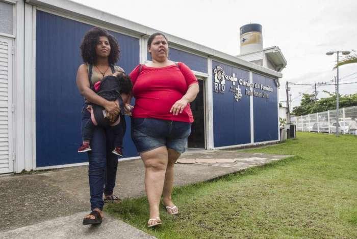 Thalita e a sobrinha Brenda: famílias inteiras podem ficar sem atendimento