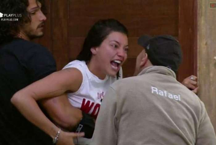 Gabi Prado e Rafael Ilha brigam feio em 'A Fazenda'