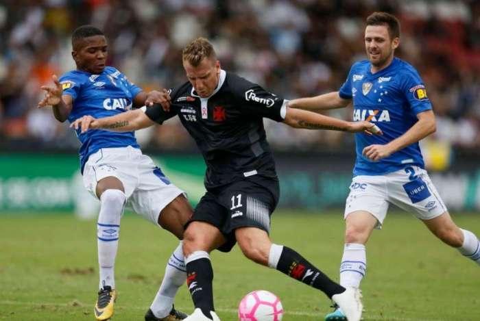 Maxi López foi destaque na partida contra o Cruzeiro