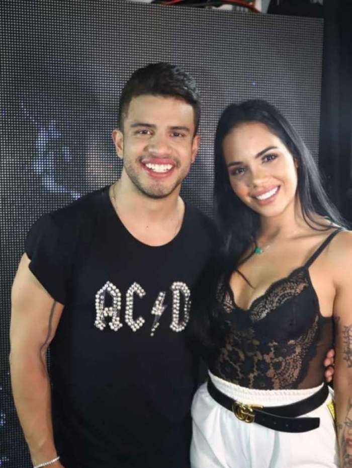 Mayara Motti foi presença VIP na gravação do Dvd do cantor Avine Vinny em Porto de Galinhas