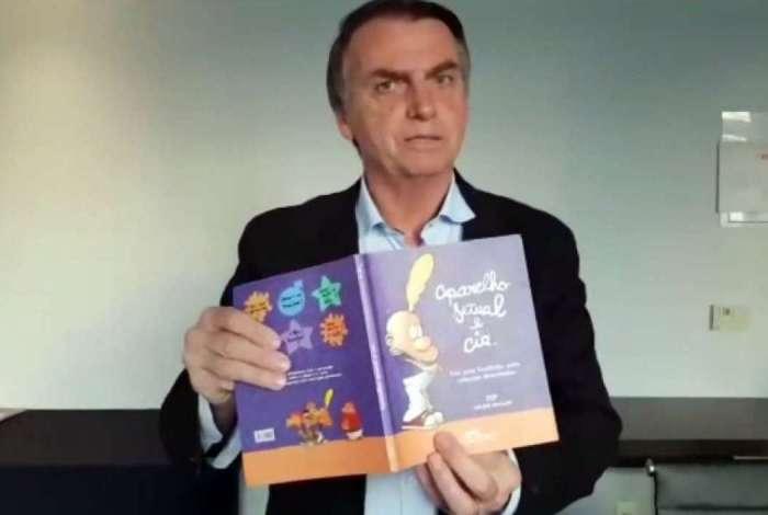 Bolsonaro tem usado o livro 'Aparelho Sexual e Cia.' para atacar seu adversário
