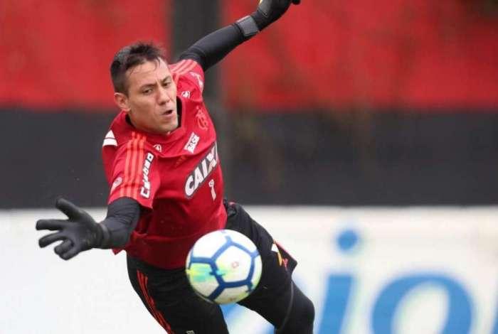 Diego Alves se recusou a viajar com a delegação por estar na reserva