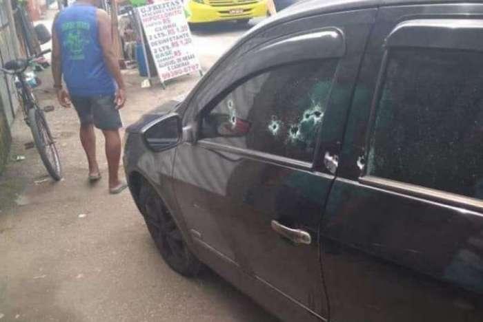 O carro da vítima alvejado
