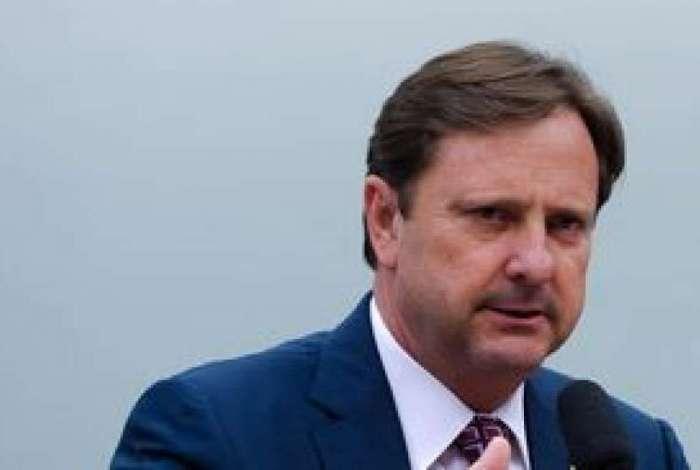 Defesa pede que senador preso exerça o mandato durante o dia
