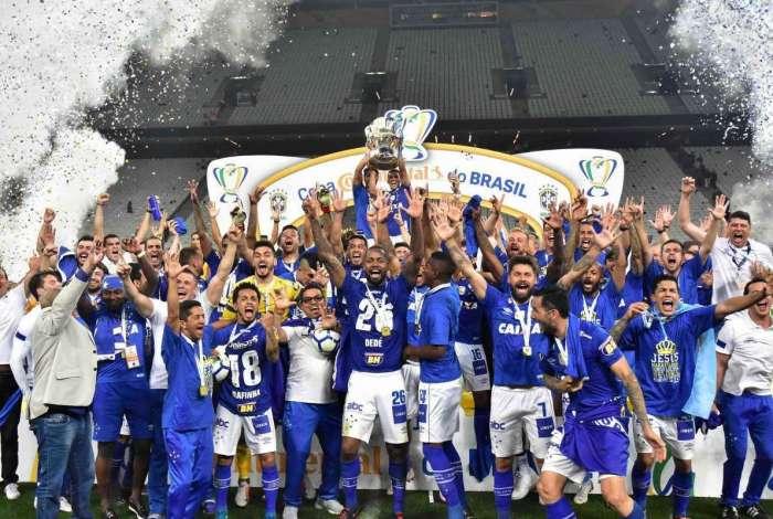 Cruzeiro comemora título em SP