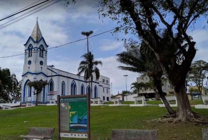Na igreja de São Paulo Apóstolo, em Pariquera-Açu, ladrões arrombaram o cofre e levaram R$ 9 mil, objetos da igreja e uma máquina fotográfica
