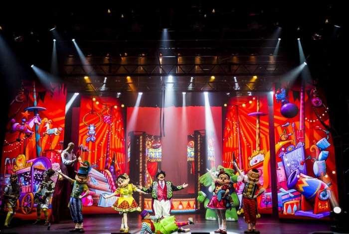 O eterno trapalhão Dedé Santana (ao centro) é o mestre de cerimônias do espetáculo Circo Turma da Mônica