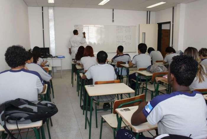 Secretaria de Educação tem usado GLPs como recurso para suprir carência de pessoal na rede
