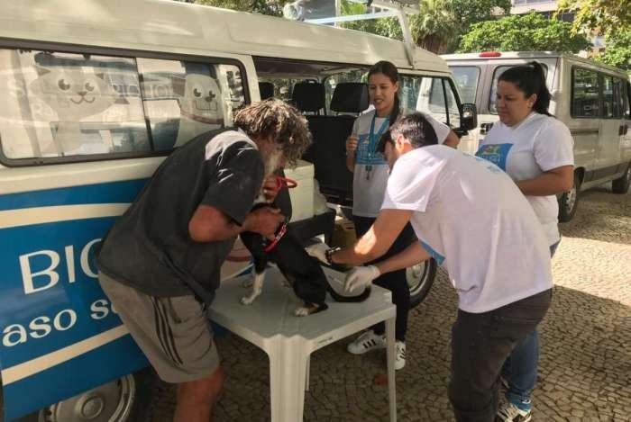 Equipes itinerantes percorreram a cidade imunizando animais