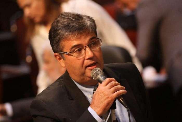 André Corrêa foi reeleito este ano para o quinto mandato (1999-2018) e disputa a presidência da Alerj para 2019. Foi secretário de Meio Ambiente de Luiz Fernando Pezão (MDB) e já havia ocupado o cargo entre 1999 e 2002. Antes das Olimpíadas no Rio, chegou a mergulhar em na Baía de Guanabara para mostrar que a água estava limpa para receber provas. Segundo o MPF, recebia R$ 100 mil de 'mensalinho'