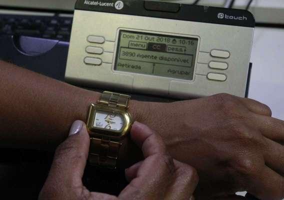 Quem usa relógio de pulso não foi afetado pela confusão que atingiu operadoras de TV a cabo e telefonias