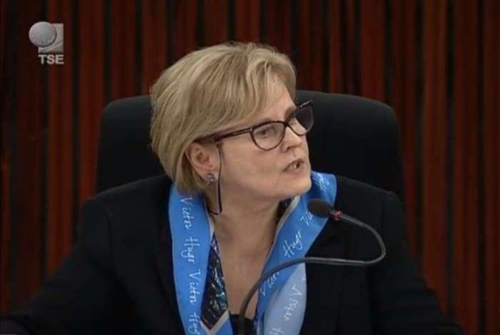 """Presidente do TSE, ministra Rosa Weber, afirmou que as eleições ocorreram """"dentro da mais absoluta normalidade"""", com """"intercorrências próprias e esperadas do processo eleitoral em um país com dimensões continentais"""""""