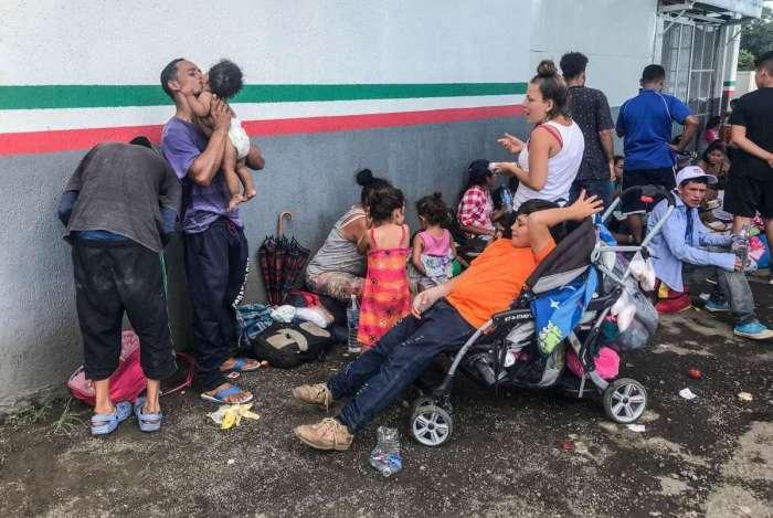 Imigrantes de Honduras se dirigem em caravana para os EUA