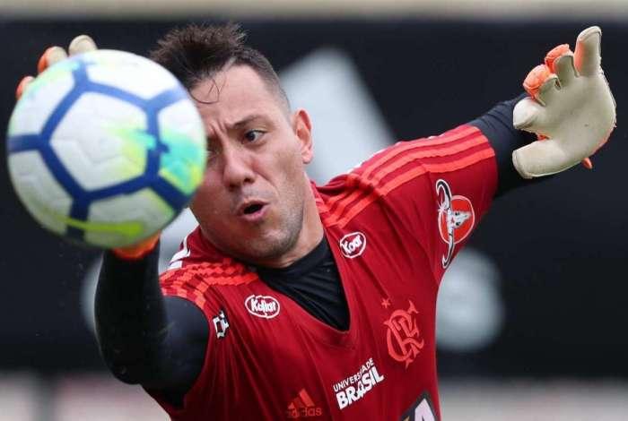 Diego Alves homenageia torcida do Flamengo