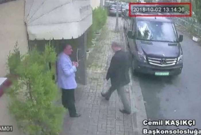 Últimos passos: Jamal Kashoggi entra no consulado saudita