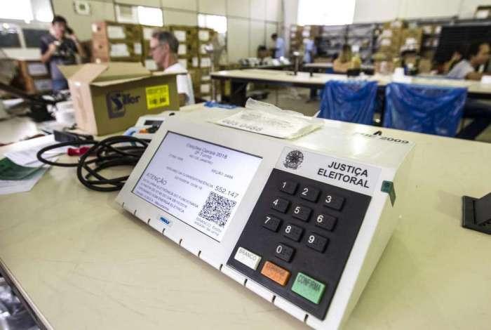 Eleitores vão às urnas neste domingo