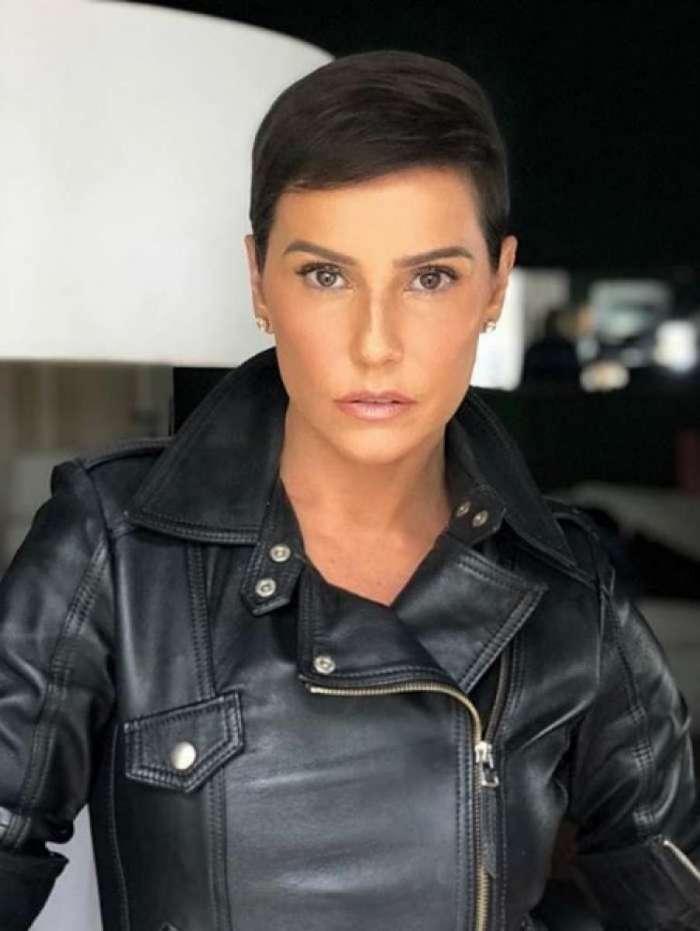Deborah Secco com visual novo