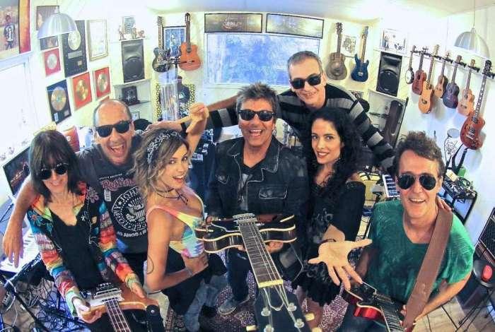 Evandro Mesquita (vocal, guitarra e violão), Billy Forghieri (teclados), Juba (bateria), Rogério Meanda (guitarra), Cláudia Niemeyer (baixo), Andréa Coutinho (backing vocal) e Nicole Cyrne (backing vocal) Blitz tem a mesma formação há dez anos.