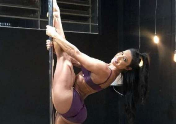 Gracyanne Barbosa no pole dance