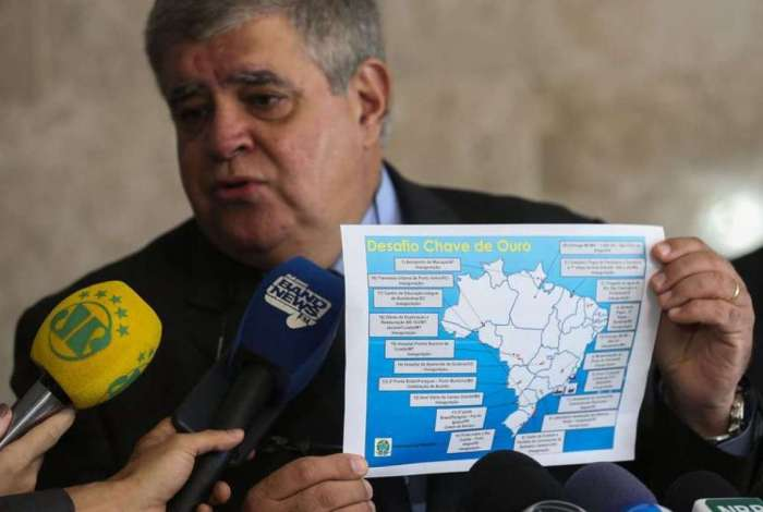 O ministro Carlos Marum apresenta obras do programa Desafio Chave de Ouro