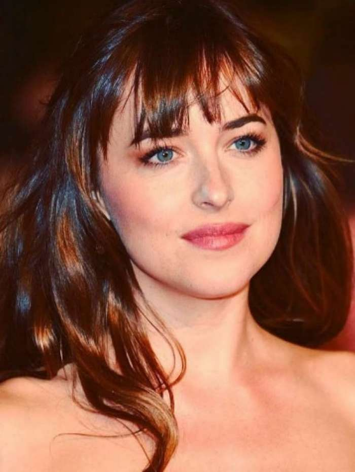 A atriz Dakota Johnson interpreta a 'Anastasia', no filme '50 Tons de Cinza'