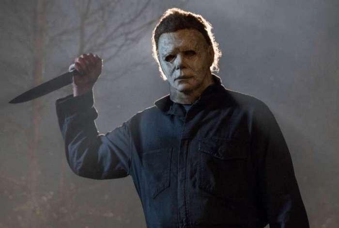 Michael Myers volta a aterrorizar Laurie em 'Halloween'