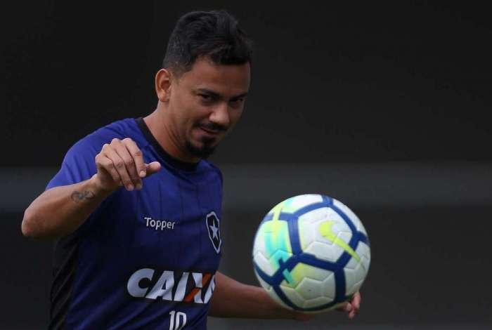 Rodrigo Lindoso acha que algumas críticas da torcida ao  time alvinegro  não são justas