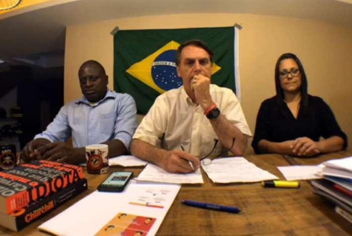 Bolsonaro mantém a rotina de lives nas redes sociais