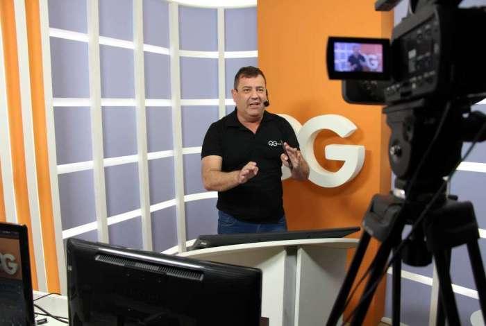 Joao Mazzei, professor de química, numa gravação para o QG do Enem