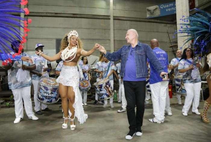 Rainha Bianca Monteiro fez o estilista cair no samba