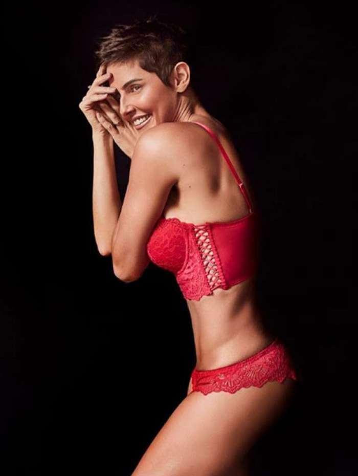 Deborah Secco posa de lingerie