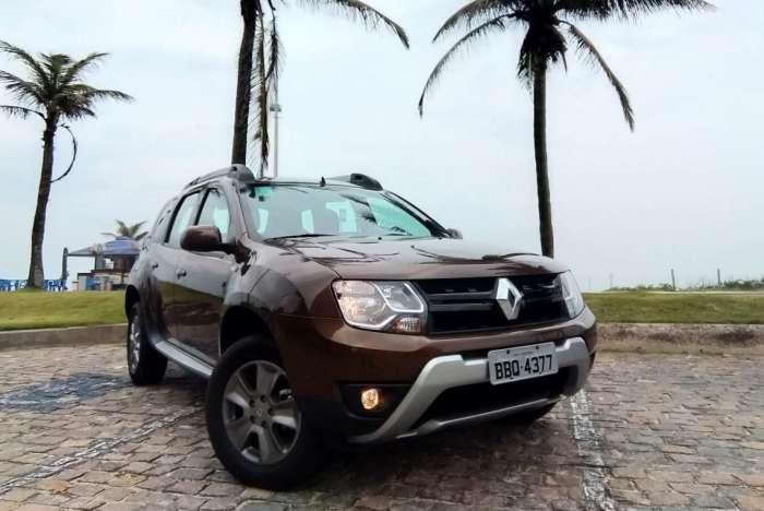 Graças às boas medidas de ataque (30°) e saída (35°), modelo da Renault é versátil. Central multimídia é prática, mas posição baixa no console atrapalha. Rodas são de 16 polegadas